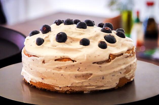 Vegane Mandel-Blaubeer Torte