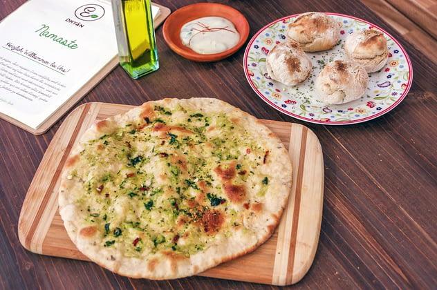 Pizza Brötchen oder Knoblauch Brot