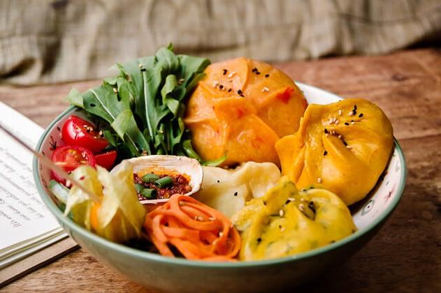 Vegane Momo Breakfast Bowl